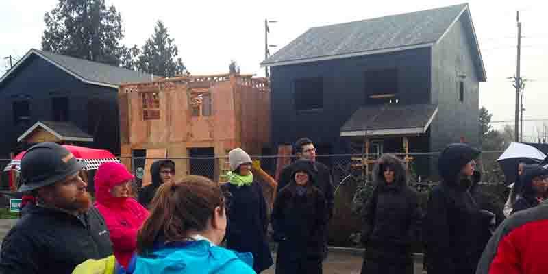 Construccion en progreso para 21 casas de Habitat en Cully