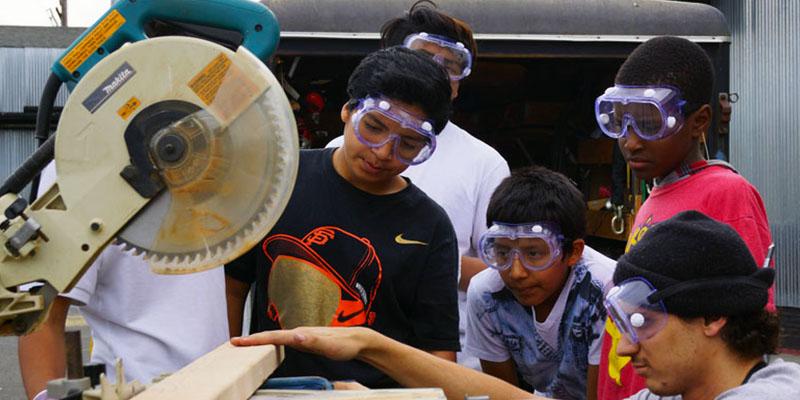 Plantando la Semilla para Crear una Área de Recreación para Jóvenes de Living Cully Plaza