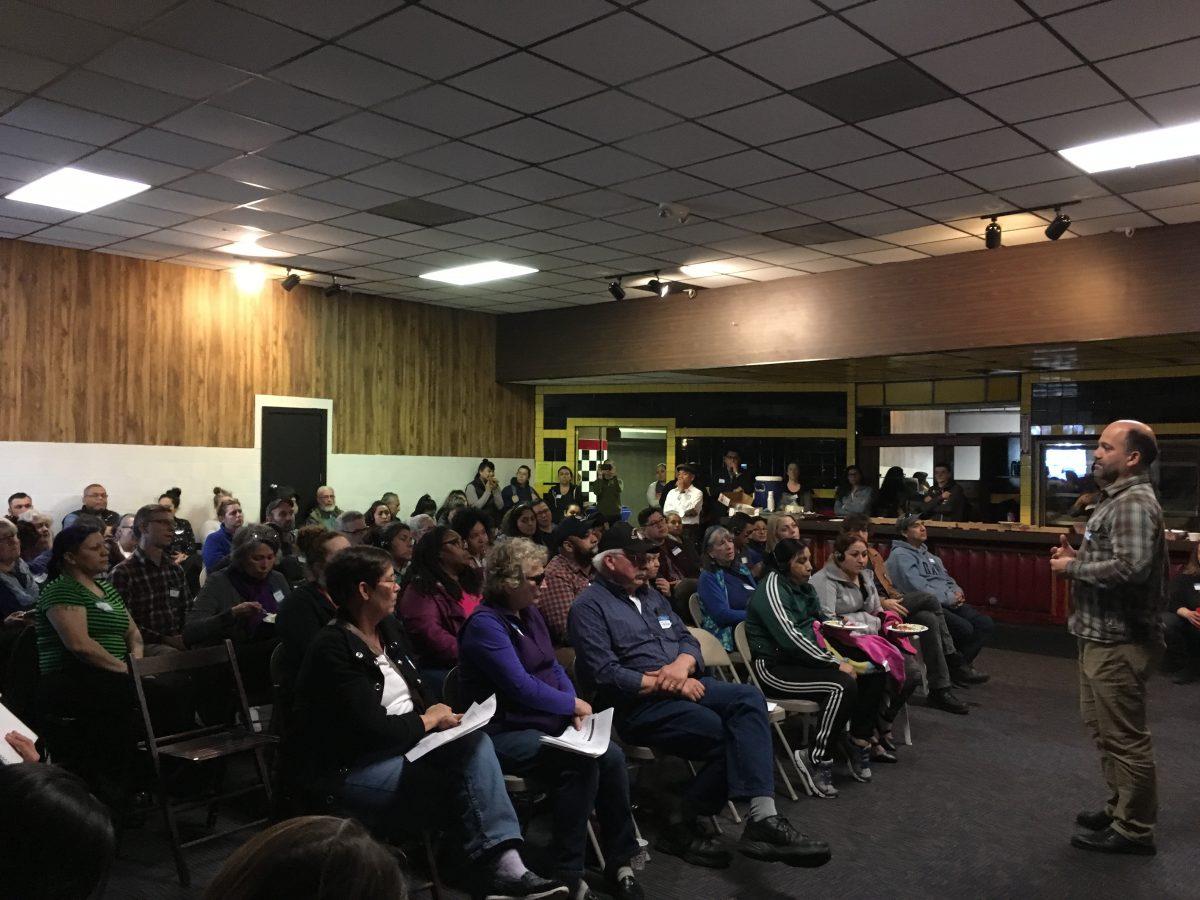 Miembros de la Comunidad Cully Responden al Incendio de la Chatarra