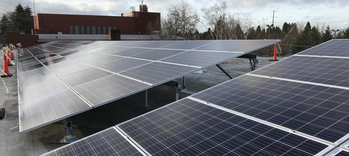 Energía Solar con Metas Sociales: Paneles Solares encima de St. Charles Church